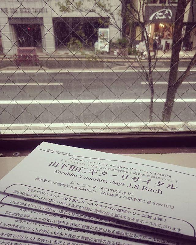 窓辺で作業